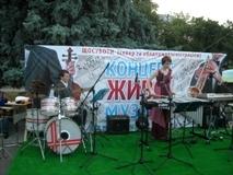 «Музика неба» щосуботи у сквері за облрадою дарує черкасцям свято